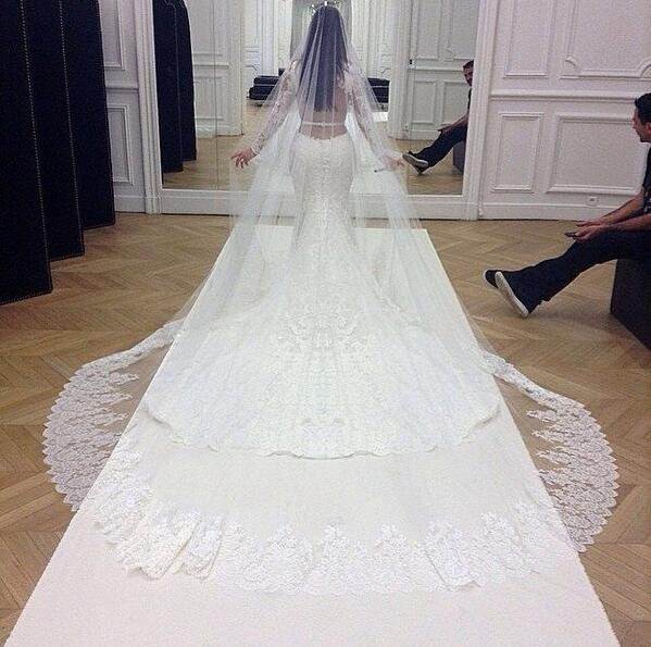 Kim Kardashian's wedding dress😍😍😍😍😍😍 http://t.co/X9S2CKP2DN