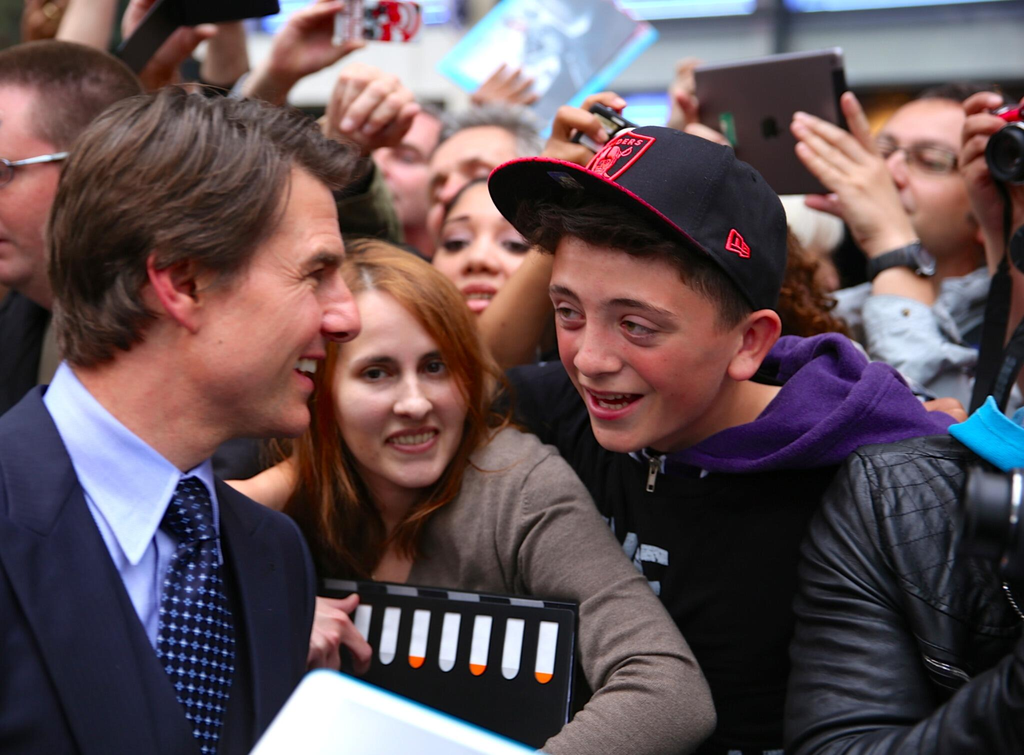 Twitter / TomCruise: Having fun meeting with fans ...