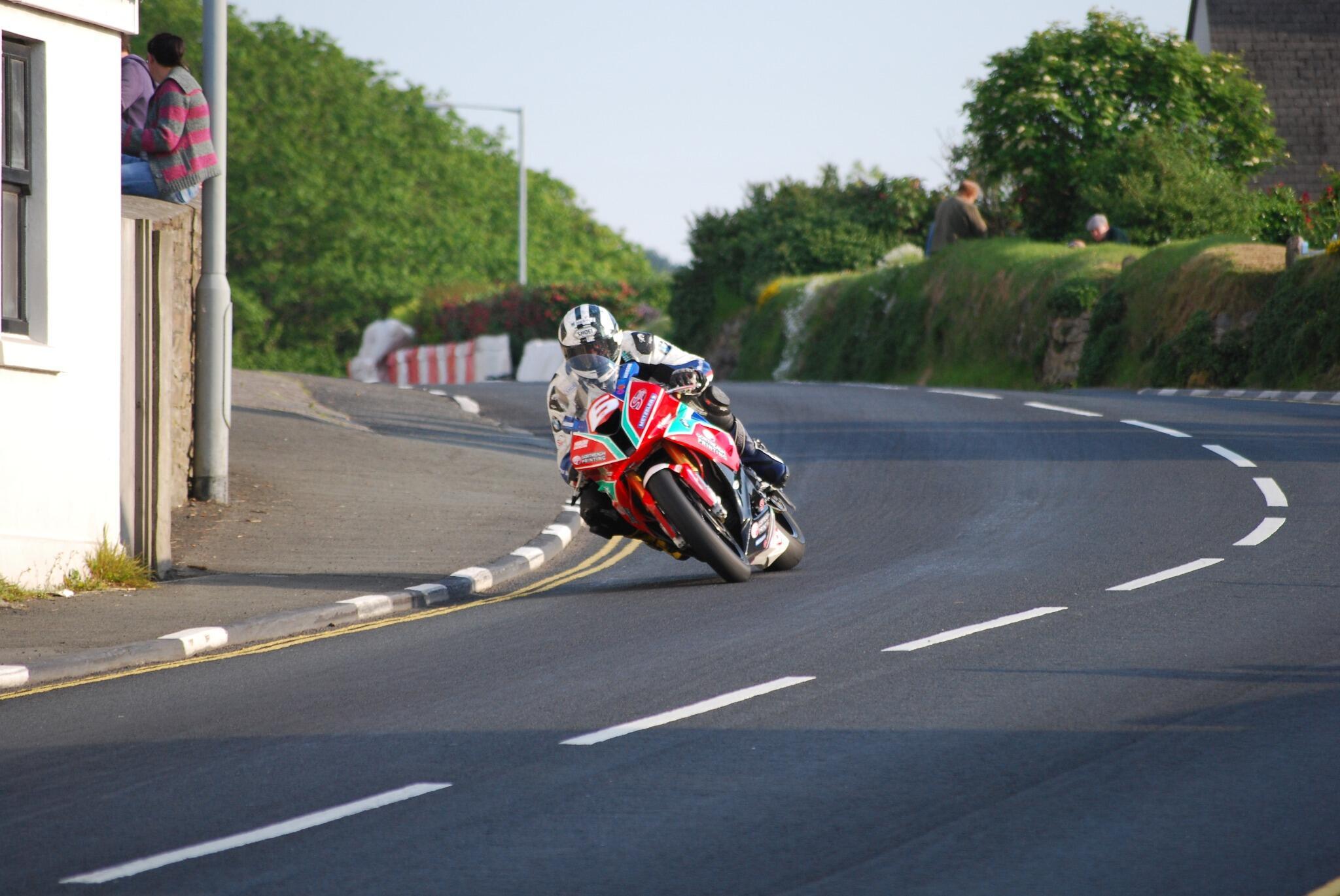 [Road Racing] TT 2014  - Page 3 BovtPhrIMAAUw7N