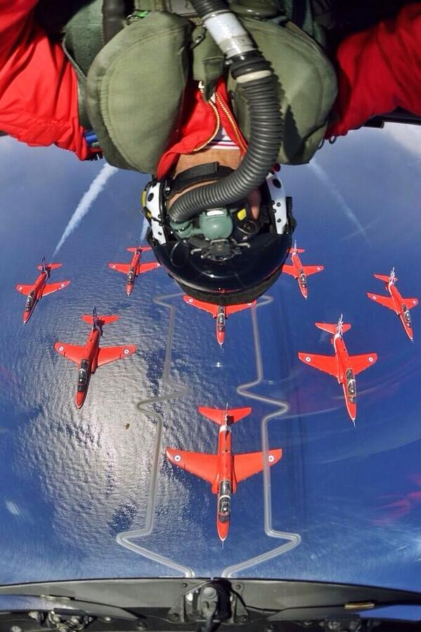 This is undoubtedly Selfie of the Year! (Courtesy of @AntonyLoveless) @RAFRed10 inverted over Diamond 9 http://t.co/oWenGx71O5