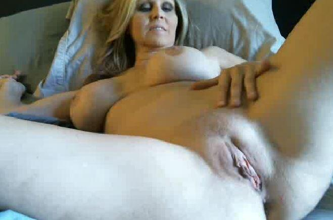 30 minutes to member camshow time!! Who's IN ~~> http://t.co/Rn9WbeQumj http://t.co/XgNB980YD3 rt if