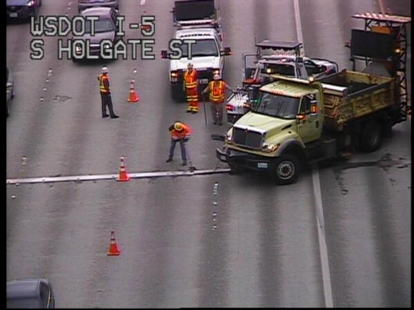 looks like @wsdot_traffic crews are pushing down expansion joint.  5 mile back up on SB I-5.  #Q13Fox @AdamGehrke http://t.co/rC7z0Jt6kA