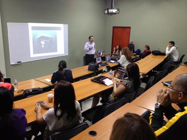 Master class con @CesarTauste de @Cuatroochenta innovacion de negocio con #Apps #Economy #DMKTULATINA14 http://t.co/qqeceLnLAY