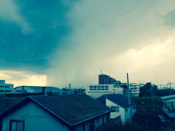 凄い、あそこだけ雨降ってる! http://t.co/jSaV1hMI5U