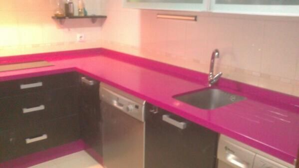 Manuel reina on twitter encimera de cocina de rosa fucsia con fregadero bajo encimera http - Cocinas rosa fucsia ...