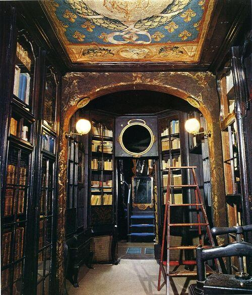 Victor Hugo's private library at Hauteville House, Guernsey  http://t.co/7C68EACtOF #history #writers RT @Lit_Books