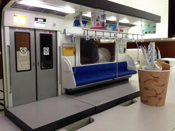 1/12スケール通勤電車の塗装サンプルです。おもちゃショーで展示します。 pic.twitter.com/xgx99E5HyI