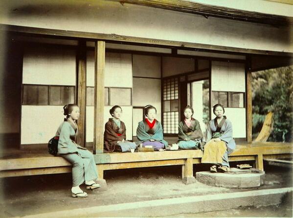 「日本人が正直であることの最もよい実証は、三千万人の国民の住家に錠も鍵もかんぬきも戸鈕も――いや、錠をかけるべき戸すらも無いことである」  日本その日その日 E・S・モース http://t.co/8NKDwpRVR9