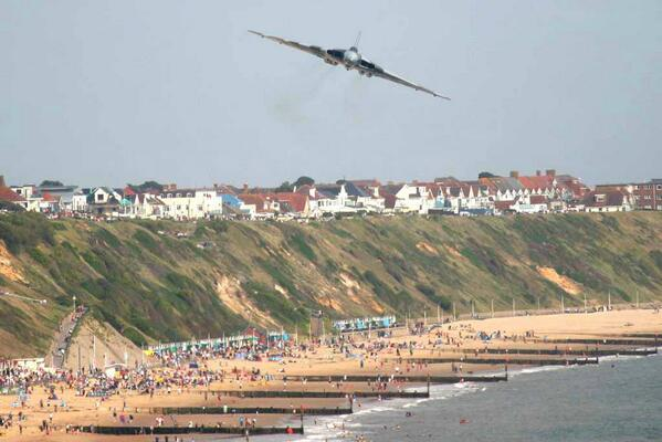 Avro Vulcan XH558 will be bringing its awesome roar to Bournemouth this August! #vulcaneffect  http://t.co/EIE3KvzaJk http://t.co/1isd4VqLTe