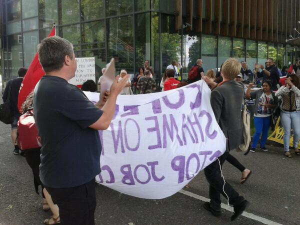 Workers from the Garden Halls strike at UoL have turned up to Lambeth College to show solidarity.. @3CosasCampaign http://t.co/WkmnGIzl5d