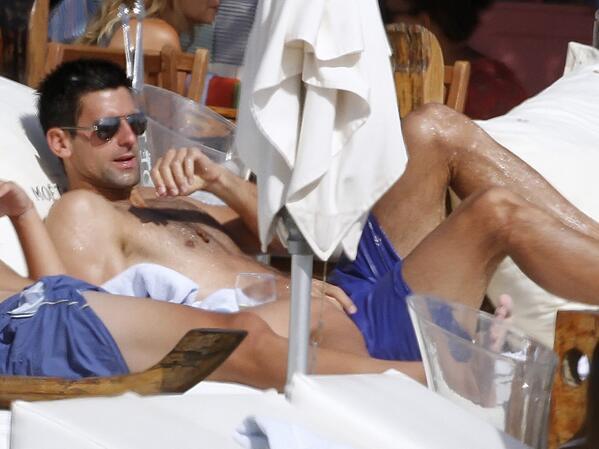 Djokovic Wimbledon'a Ibiza'da hazırlanıyor http://t.co/ydnkPrlEPb http://t.co/Np6ACyM0ka