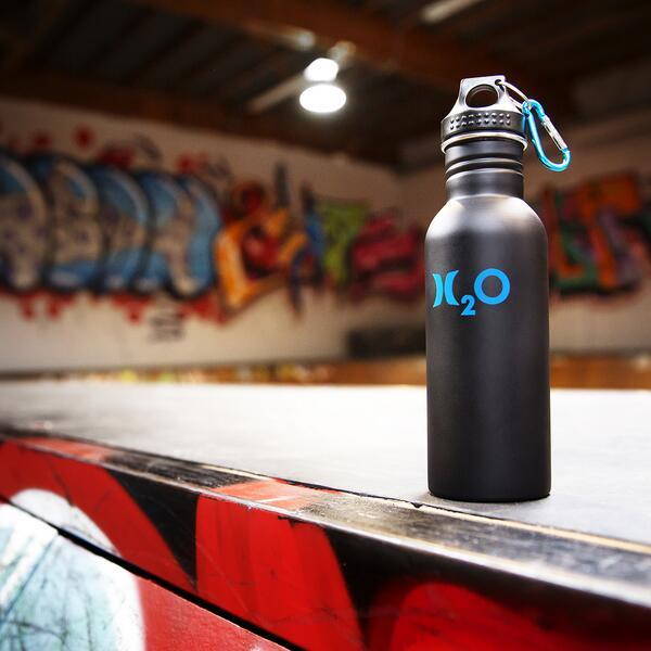 Brace for impact while making an impact. Reusable H2O water bottles – skatepark friendly: http://t.co/Cf4FoLb3Ea http://t.co/WUI1w4FdJM