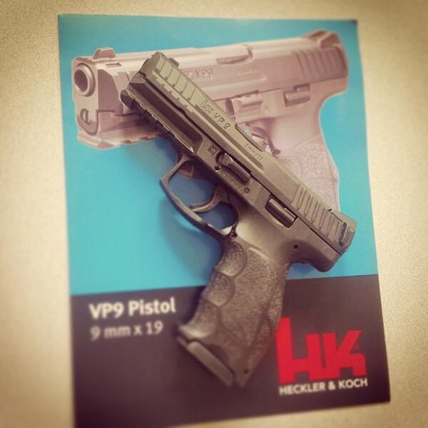 Oh look, is that the new #HK #VP9 on our desk? Yes other Barry, it is. http://t.co/kEnUu0iI8u