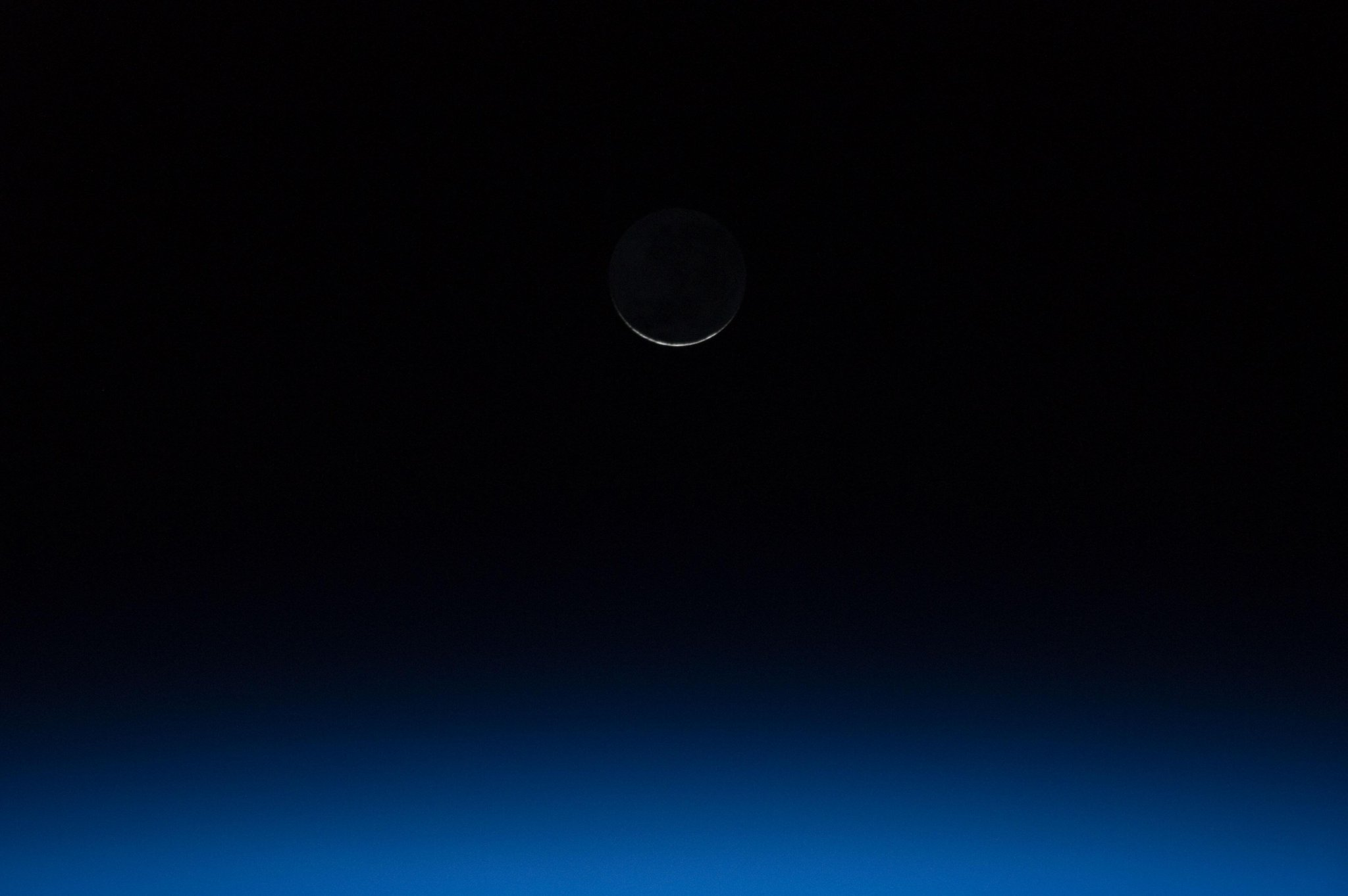 Twitter / PC0101: Moon crescent, tiniest ever ...