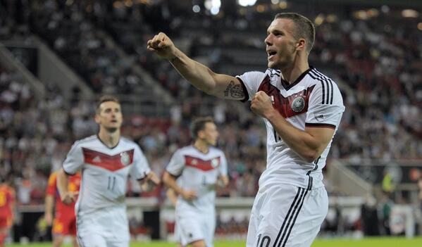 Finally the day has come! Let's get the World Cup started !! #brazil #worldcup #opening #start #football #poldi #aha http://t.co/E2jDLAMJ48