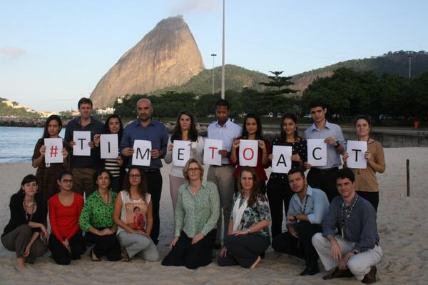 The support in Brazil grows! British General Consulate Staff in Rio de Janeiro shows its support to the #TimeToAct. http://t.co/zv7zuYoX2P