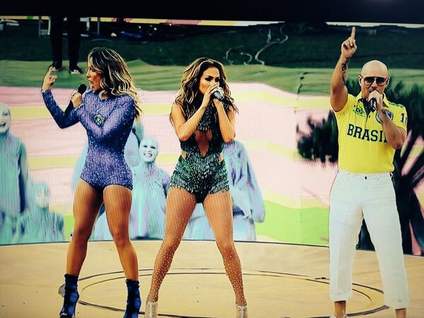 #weareone @JLo rocks the stage #Brasil2014 #WorldCup2014 http://t.co/U1lCPKjHrR