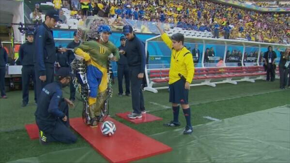 40.000.000 USS y 30 años esperando este momento y la TV no lo mostró.... #Brasil2014 @VarskySports http://t.co/x3WFM6oXZp