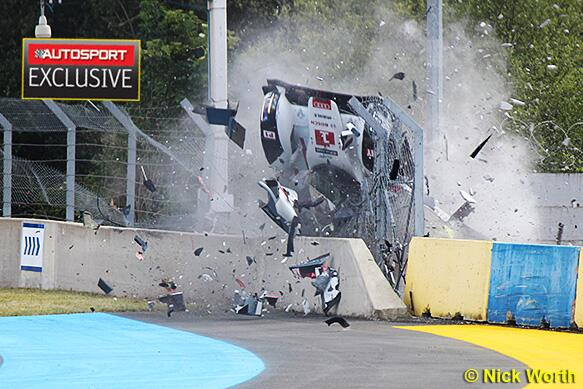 Duval crash!  OMGeebus  #autosport http://t.co/DNTQy5svwD