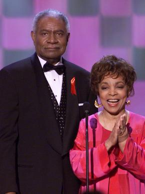 SAG-AFTRA mourns the loss of SAG Life Achievement recipient and shining star Ruby Dee. http://t.co/ED5Ayubh2c