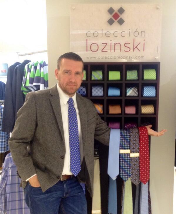 Con la elegancia que lo caracteriza @RLOZINSKI nos mostró algunos de los estampados de su nueva línea de corbatas http://t.co/Z1TayfbqKG