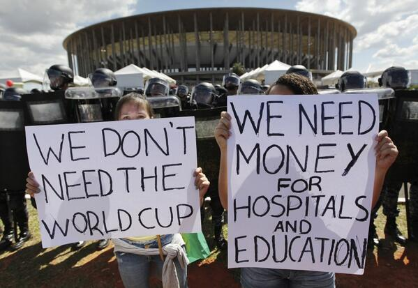 Only 48% of Brazilians support the World Cup http://t.co/9hElbXeZZ1