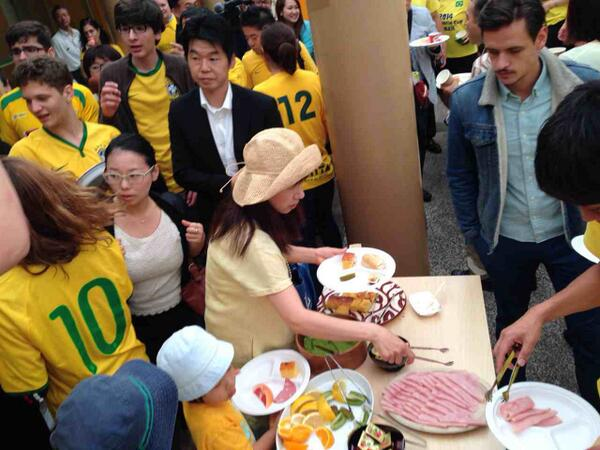外苑前のブラジル大使館で、ブラジルの朝ごはん無料食べ放題中だよ〜! #エクストリーム出社 #グルログ http://t.co/pseN7kuJ9G