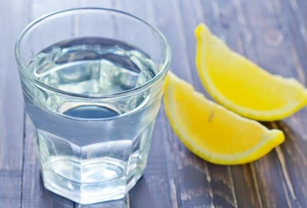 10 reasons drinking lemon water is good for you: http://t.co/WL3rvDGB90 http://t.co/DVsoqV7Fim via @NutritionSchool