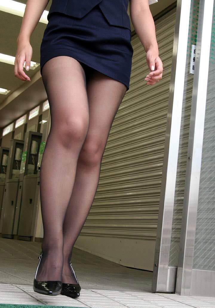 в короткой юбке ножки фотки это когда делаешь