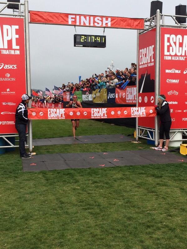 @sarahhaskinstri holds @Mirindacarfrae off!!! Great racing ladies!! @EscapeAlcatraz http://t.co/RNhaMqrJdU
