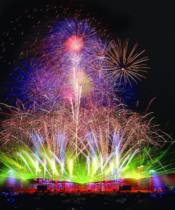 6月2日は開港記念日!光と音・水と4000発の花火ショー「ビームスペクタクル in ハーバー」は20時〜20時50分に開催! http://t.co/5um7HgMslp #横浜 #開港祭 #横浜開港祭 http://t.co/hQsjfQNnBn