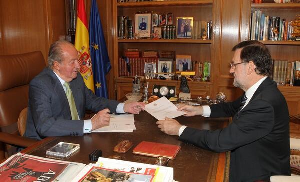 Noticia - El Rey de España abdica.