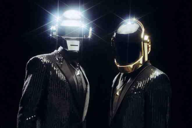 Anyone know where I can get a Daft punk helmet from http://t.co/iPOfKYTXOF