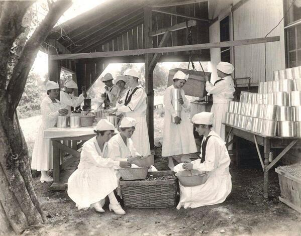 Students learned techniques for canning and preserving food. #ww1archives http://t.co/mwxli7Xfcm