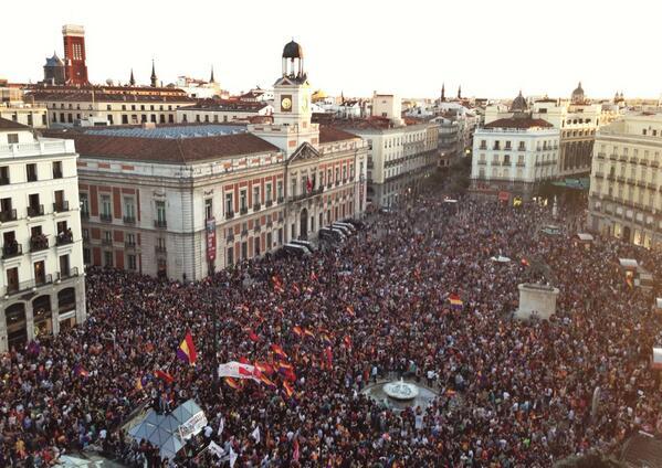 FOTO AÉREA Así está la concentración en Madrid por un referéndum hacia la República #ElReyAbdica http://t.co/nm3szZ5Xvf