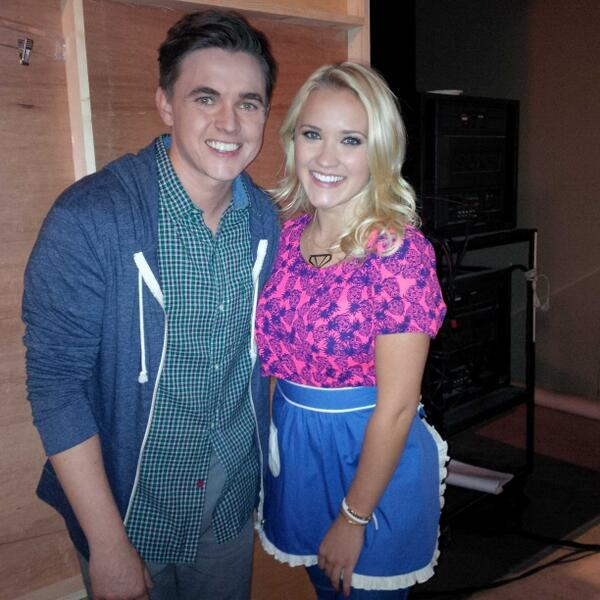 great new show is being cooked up @youngandhungry @abcfamily  @jessemccartney @emilyosment #superbad chef! http://t.co/vfTCoNoEdE