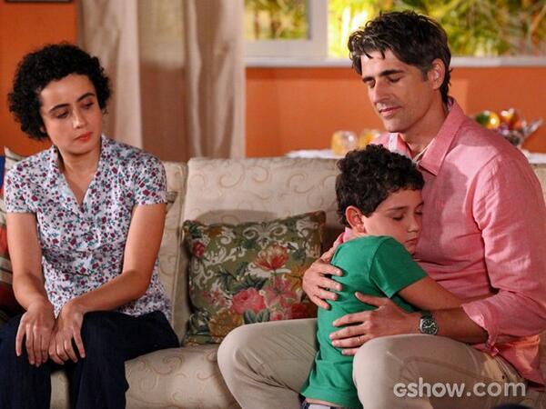 Fortes emoções! Cadu conhece a família do doador! #EmFamilia http://t.co/L6uIwWtjZc
