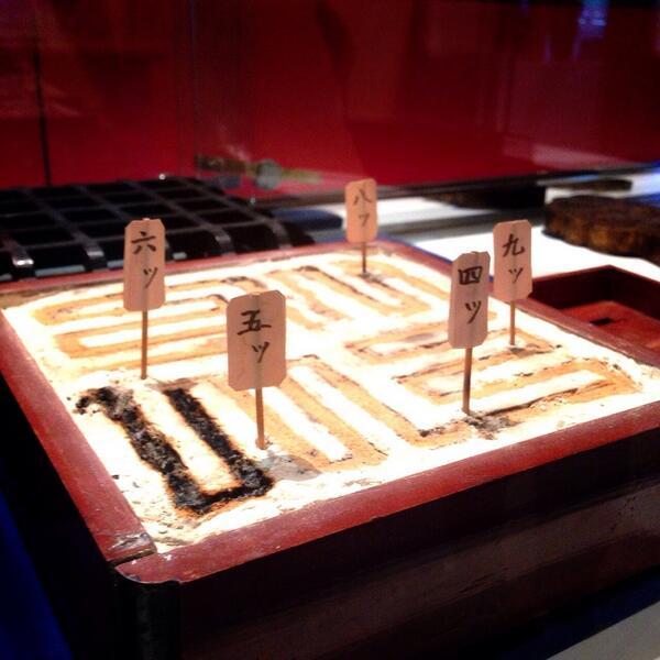 大阪市立科学館で見た「香時計」がめっちゃ洒落オツでやばい。時間帯によってお香を変えることができるから、「あっこの匂いは・・・3時!」ってわかるようになってる。風流すぎるのでは? http://t.co/5SWq06mtuu