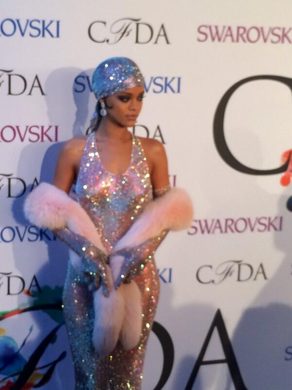 Icon of the evening, @rihanna has arrived at the #CFDAAWARDS in glittering fashion. http://t.co/ojcbRPxsWs