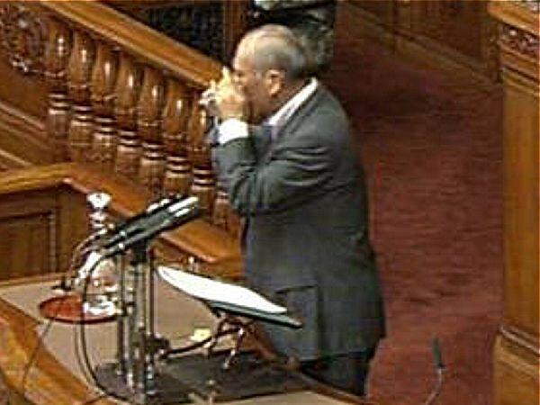 舛添要一が「拉致担当部局」を格下げだそうだ。 流石に「支那・韓国の傀儡知事」「創価学会の猿回し」と 呼ばれる男。拉致の全面解決は困るのだろう。「朝鮮飲み」が板に付いている筈である。http://t.co/9KqWpL5kyn http://t.co/qtOxOtkhXi