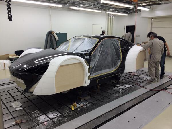 マザーシャーシ用GT300 86ボディー製作中。カッコいいけど空力無視だから遅いかも!自動車である以上、まずカッコ良くなきゃね。 http://t.co/RaAQ3gdWpr