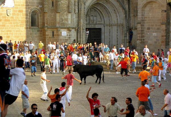 Del 23 al 29 Junio, uno de los #encierros más antiguos de España: #Toros de San Juan #Coria  http://t.co/SotkTt67Ce http://t.co/2azr2VhTEz
