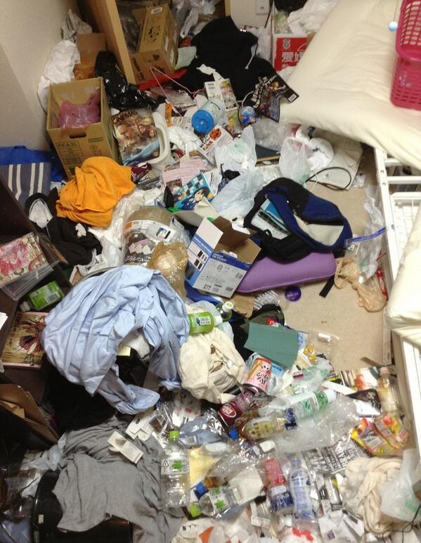 2ヶ月間一度もゴミを出さないとかうなるといふ教訓画 http://t.co/aXtPJfMxA7