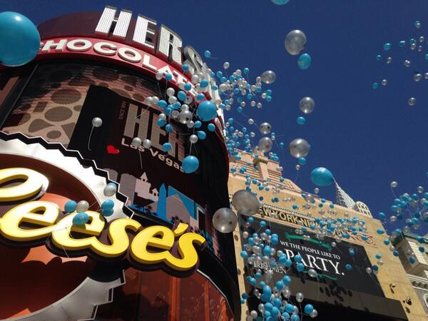 Such an exciting day! Welcoming @chocolateworld to @NYNYVegas #vegas #HersheyKissesVegas http://t.co/E3SrCb4iro