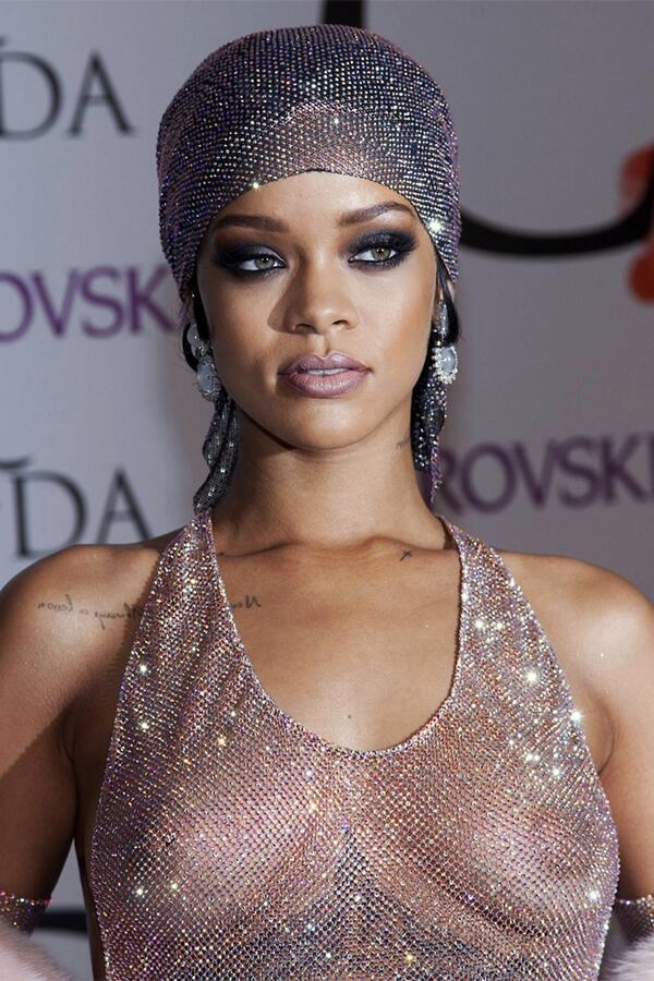 Rihanna Nude Tits 8