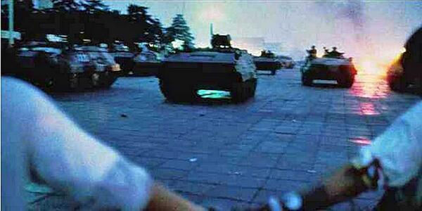 Somebody Is Tweeting A Minute-By-Minute Account Of Tiananmen Square, And It's Grip.. http://t.co/bQNhspHVIq http://t.co/ozKCnEq9lR