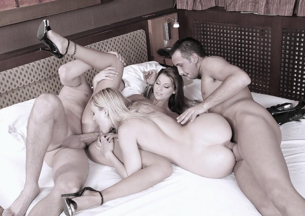 Наших фото интим вчетвером порно онлайн