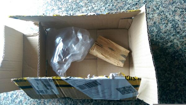 """""""@eblaffard: @tecnophone a me SDA ha rubato un S5 e dentro la scatola ha messo un bel pezzo di legno http://t.co/hHuNMizIWh"""" #nocomment"""