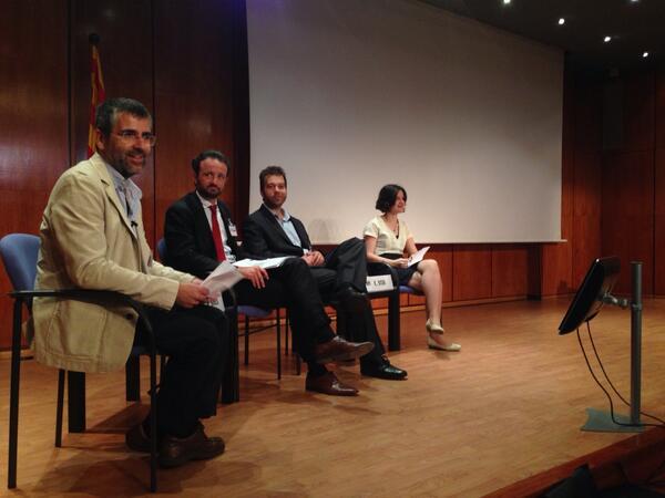 Aquí la nomesa en #salut20comb con @albertcasasa @reputacionlegal @blogocorp y Bernat Good @COMBarcelona ;)))) http://t.co/jntKHbZbV3