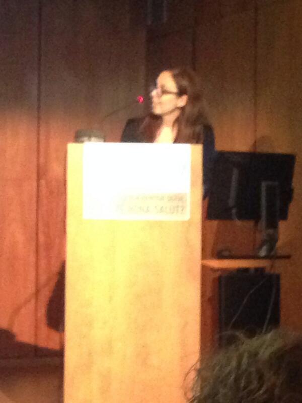 #salut20comb Marta presentando el blog del hipertenso en el COMB. Una crack! http://t.co/rkyKKFZx9R